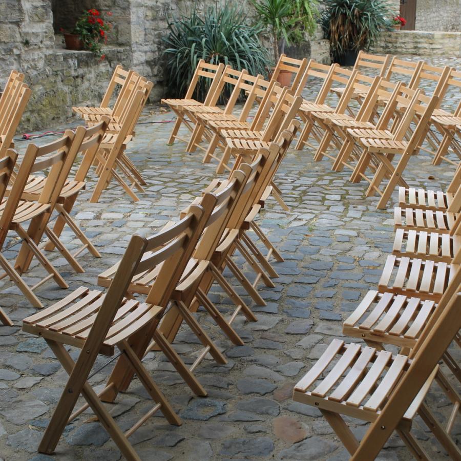 Holzklappstühle für Trauungen und Hochzeitsfeiern